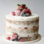 Голий торт з фруктами