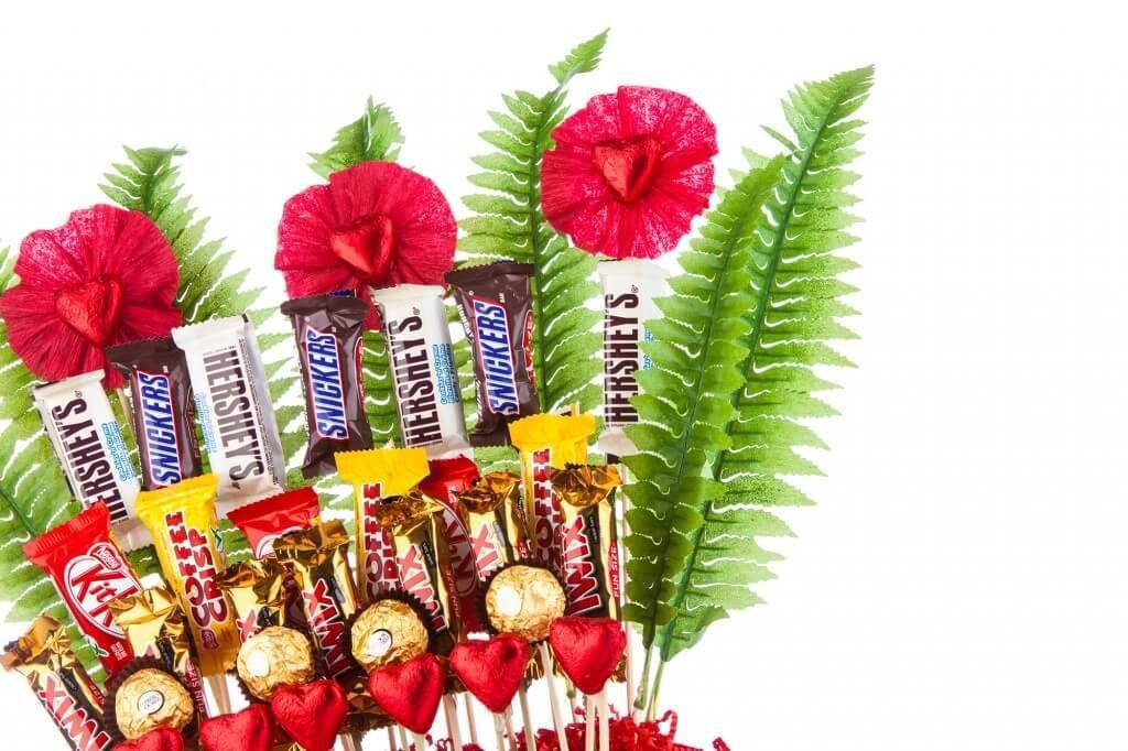 Солодкий букет з шоколадних батончиків