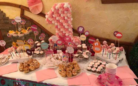 Кенді бар на перше день народження дівчинки