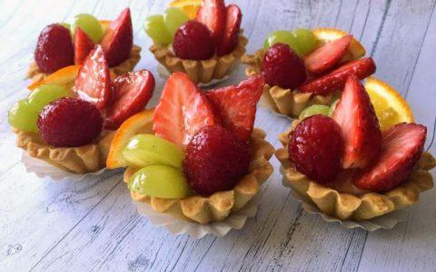 Корзинки з фруктами