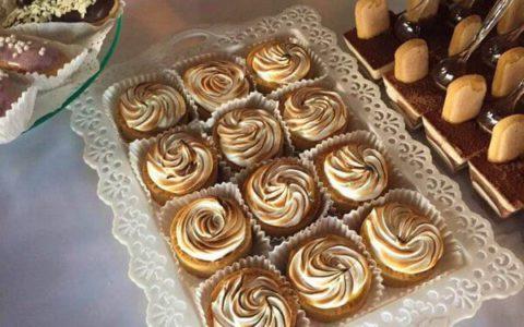 Лимонні тарти для весільного кенді бару