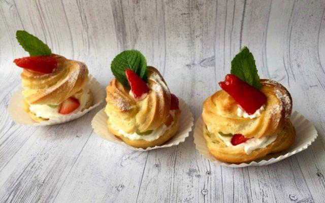 Заварні тістечка з фруктами