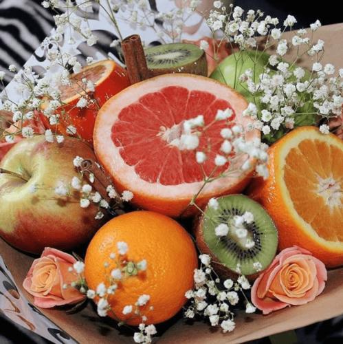 Букет з фруктів грейпфрут, ківі, яблуко, апельсин