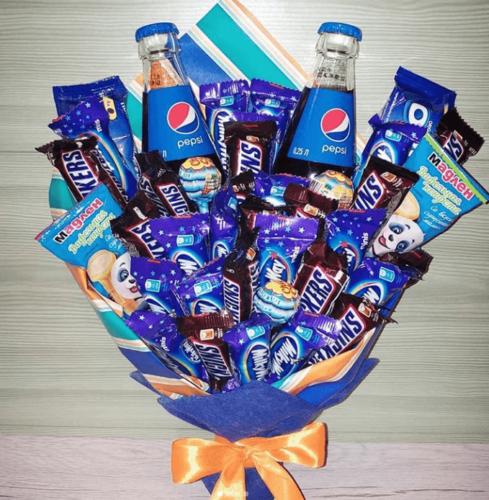 Синій букет із цукерок снікерс, пепсі, чупа-чупс