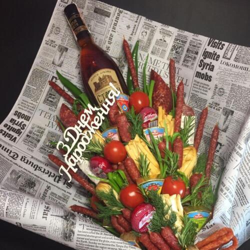 Чоловічий букет з продуктами та коньяком