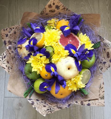 Букет з екзотичних фруктів