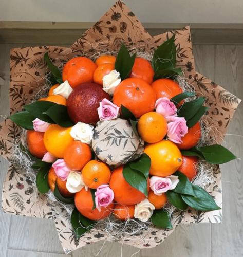 Букет з фруктів: мандарини, апельсини