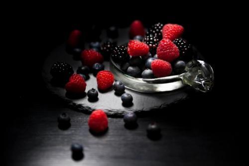Фрукти та ягоди для букетів