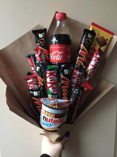Темний солодкий букет із цукерками
