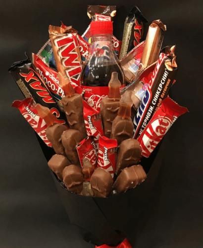 Букет з цукерками марс і кіт-кат