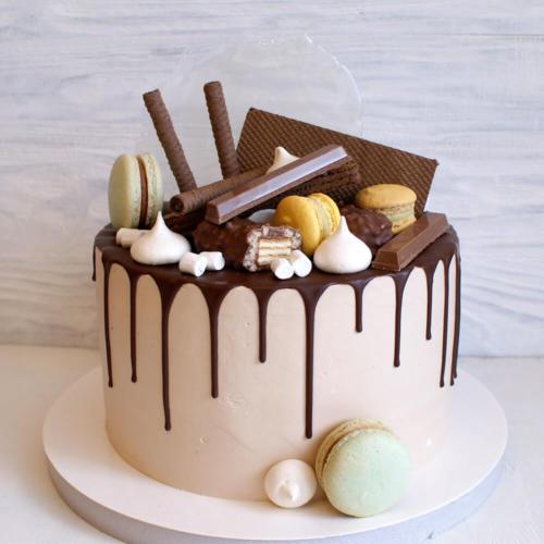 Торт з цукерками без мастики